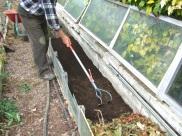 Mezclando el humus con la tierra 1