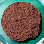 Después de envolver ligeramente, cubrimos las semillas con fibra de coco o turba