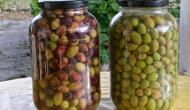 Aliñar las olivas rajadas,moradas overdes
